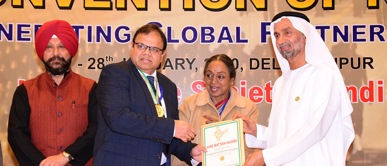 Basu Saha accepting the award